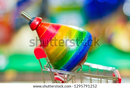 Rainbow color, color climb, red, blue, green, yellow, pink, shiny, shiny with bokeh background Rotatable toys Top spinning