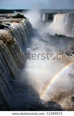 Rainbow over Garganta do Diablo, Cataratas del Iguazu (Iguaza Falls). Brasil