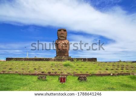 Rapa Nui, Ahu Riata. The statue Moai in the marina of Hanga Roa on Easter Island, Chile Stok fotoğraf ©