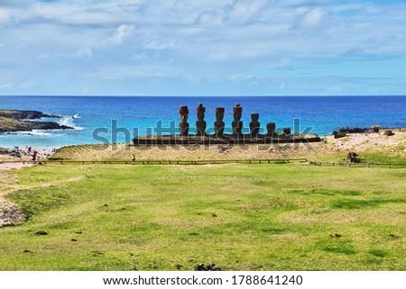 Rapa Nui. The statue Moai in Ahu Nau Nau on Easter Island, Chile Stok fotoğraf ©