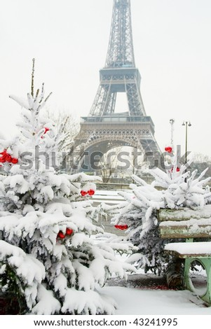 Eiffel Tower Pictures Christmas on Rare Snowy Day In Paris  The Eiffel Tower And Decorated Christmas Tree