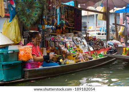 RATCHABURI, THAILAND - MARCH 24: Local peoples sell fruits, food and souvenirs at famous tourist attraction Damnoen Saduak floating market on March 24, 2014 in Ratchaburi, Thailand. #189182054
