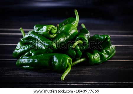 Raw green hot mexican peppers jalapeno pimientos padron spanish tapas. High quality photo Foto stock ©