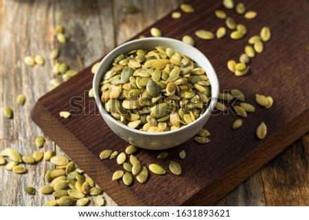 Raw Green Organic Pumpkin Seed Pepitas in a Bowl Foto stock ©
