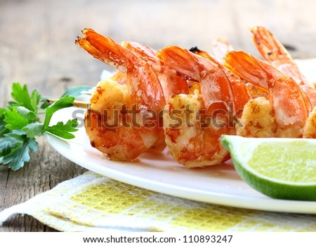 ready  grilled shrimp with lime and parsley