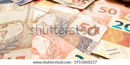 Real - BRL, money from Brazil. Dinheiro, Reais, Brasil. Brazilian Real money bills spread on a table.  Foto stock ©