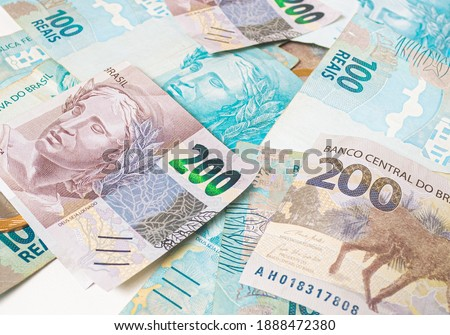 Real currency ( BRL ), money from Brazil. Dinheiro, Reais, Real Brasileiro, Brasil. A group of brazilian banknotes in close up. Foto stock ©
