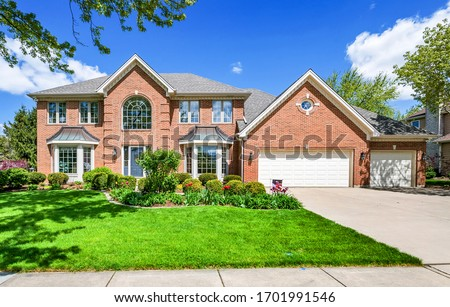 Real Estate Exterior Front House Stockfoto ©