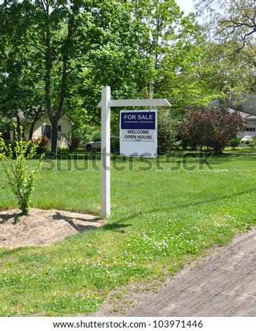 Real Estate For Sale Welcome Open House Sign On Front Yard Lawn Of Suburban Residential ...