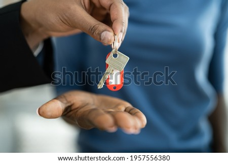 Real Estate House Key Handover By Agent Photo stock ©
