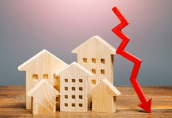 Real estate houses and a red arrow down. Lower mortgage interest rates. Falling prices for rental apartments. Low demand for home buying. Market recession. Low liquidity, investment unattractiveness.