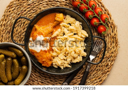 Real Hungarian chicken paprikash served nicely Foto d'archivio ©