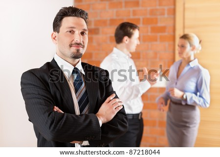 Realtor in an empty apartment with some clients looking for real estate
