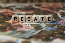 rebate - cube with letters, sign with wooden cubes