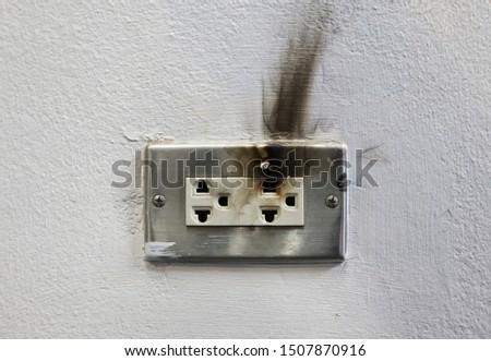 Receptacle Burn due to Short Circuit #1507870916