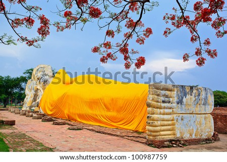 Reclining Buddha and blue sky