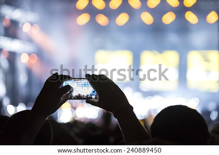 Recording a concert with mobile phone