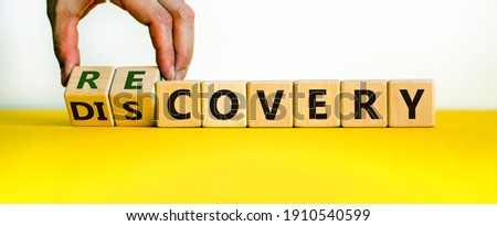 Recovery or discovery symbol. Businessman turns wooden cubes, changes a word 'discovery' to 'recovery'. Beautiful white background. Business and discovery or recovery concept. Copy space. Foto stock ©