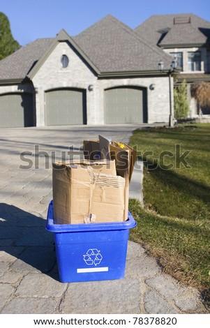 Recycle bin curbside