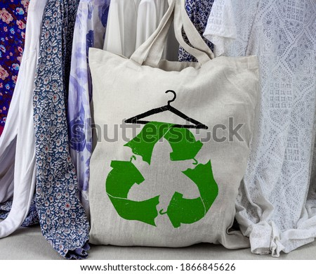 Recycle clothes symbol on reusable fabric bag, reuse, swap, donate, recycle clothes for sustainable fashion and reduce waste Photo stock ©