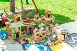 Recycled materials from paper and toys for kindergarten, recyclable ideas, ideas for young children, nursery activities