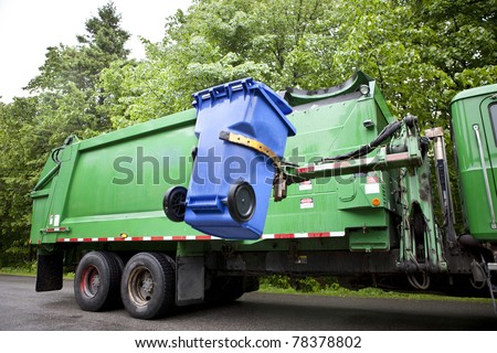 Recycling truck picking up bin - Horizontal