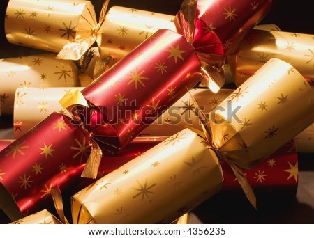 Red and gold Christmas crackers