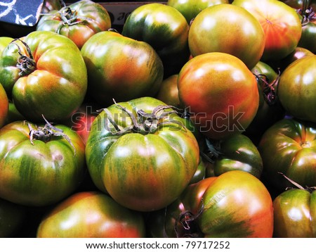 Red and green tomatoes close up at the market