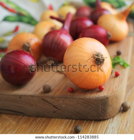 Red and yellow onions on the cutting board