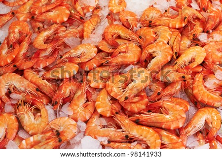Red baked shrimps for sale on French market