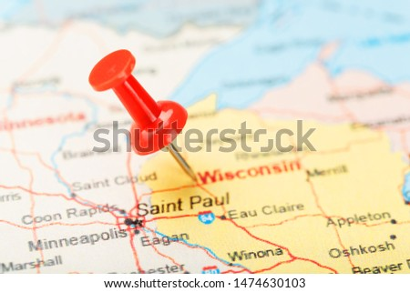Red clerical needle on a map of USA, Wisconsin and the capital Madison. Close up map of Wisconsin with red tack #1474630103