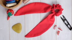 Red color bow knot scrunchies for ponytail hairstyle curly hair. This elastic rubber band scrunchies handmade DIY project detail is great for summer accessories.