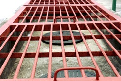 Red grille Close the drain hose