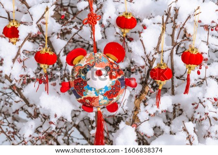 Red lanterns in the snow(Translation:A thriving business)