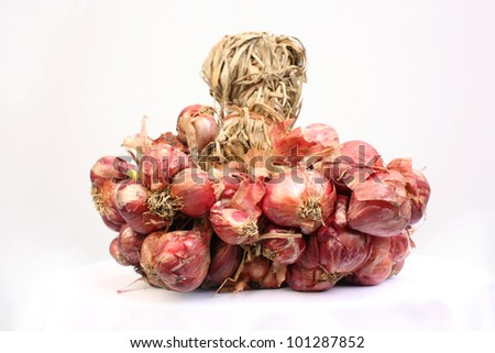 Red onions in studio