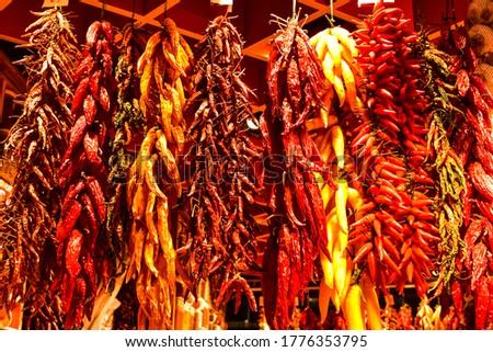 Red peppers at Mercado de La Boqueria in Barcelona Foto stock ©