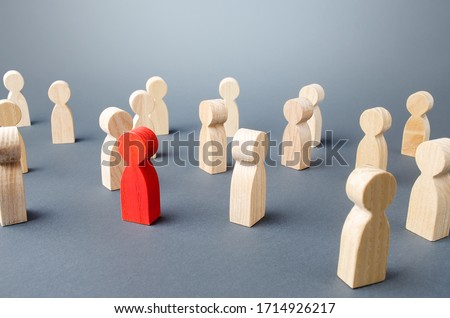 Red person in a crowd of people. Complexity/difficulty of determining/defining of infected. Collective immunity. Social distance. High contagion and threat of spread new wave pandemic virus infection. Foto stock ©
