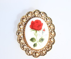 Red rose cameo gold tone brooch pin vintage