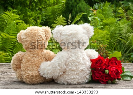 red roses and two teddy bears/roses/teddy