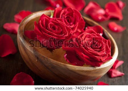 red roses in wooden bowl