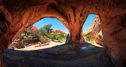 Red stone arches of the Navajo Arch formed by erosion, Arches-Nationalpark, near Moab, Utah, United States
