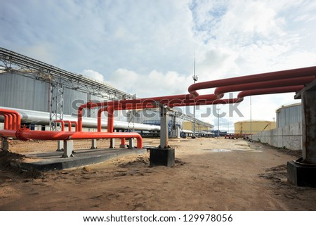 red tube and the construction of an oil Deposit