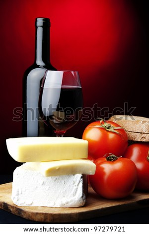 red wine,bread,tomato,cheese
