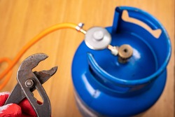 Reducer and gas cylinder for domestic use. Replacing the gas cylinder in the home kitchen. Place - households.