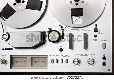 Reel tape recorder deck controls