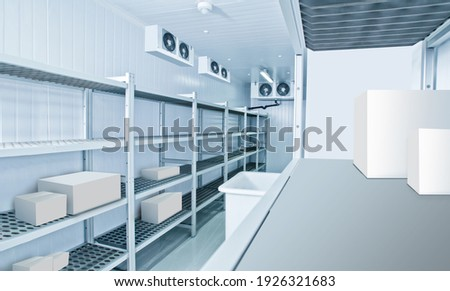 Refrigeration chamber for food storage. Industrial refrigeration chamber with empty shelves. Luggage storage in the restaurant. Concept - sale of refrigeration equipment. Equipment for restaurants Foto stock ©