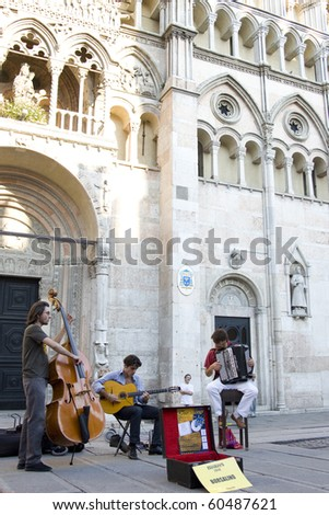 REGGIO , ROMAGNA, ITALY - AUGUST 22: jazz trio perform at Buskers Festival. they are a street artist. the Buskers Festival celebrate its 10th anniversary on August , 2010 in REGGIO,  ROMAGNA, ITALY
