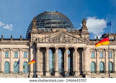 Berlin Magnet Reichstag Bundestag Flaggen Poly Souvenir Germany