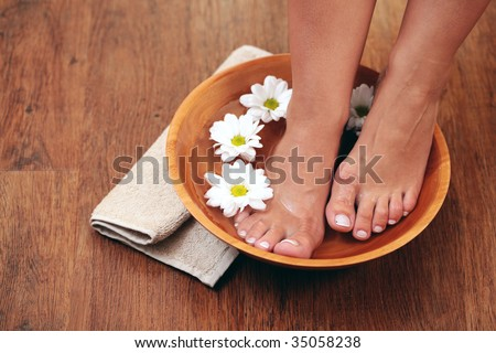 relaxing bath for feet - beauty treatment