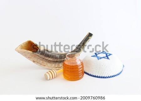 religion image of shofar (horn) oand honey. Rosh hashanah (jewish New Year holiday) Foto stock ©